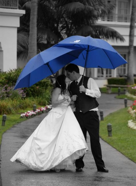 Kiss in the rain; Couple is Black/White, background is color